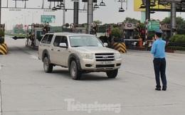 Lượng xe cá nhân tăng mạnh tại cửa ngõ Hà Nội do xin được xác nhận giấy đi đường