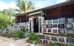 Cận cảnh ngôi nhà độc nhất Việt Nam, dùng 400 vỏ tivi làm hàng rào và cổng, lên báo ngoại