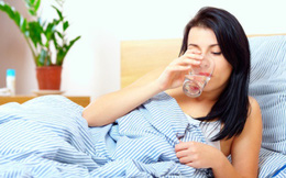 Không uống nước trước khi đi ngủ làm tăng nhiều nguy cơ sức khỏe: Ly nước cuối cùng trong ngày nên uống thế nào cho đúng?