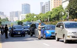 Hình ảnh tổ công tác đặc biệt kiểm tra người lưu thông trong nội đô Hà Nội