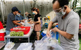 Chuyện cư dân chung cư ở Sài Gòn nấu hàng trăm suất ăn mỗi ngày tiếp sức các Bệnh viện dã chiến: Những người tham gia phải có xét nghiệm âm tính