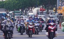 """Đường phố TP HCM đông đúc trước giờ """"G"""" siết chặt giãn cách"""