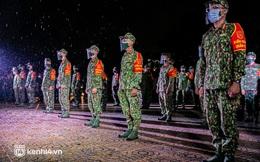 Ảnh: Quân đội xuất quân ngay trong đêm, kiểm soát gần 300 chốt khắp quận huyện TP.HCM