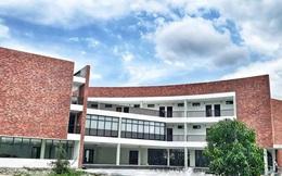 Một trường đại học ở Huế có kiến trúc đẹp xuất sắc nằm ven sông Hương đang gây xôn xao giới học trò