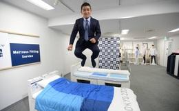 """""""Giường chống mây mưa"""" trở thành ngôi sao bất đắc dĩ tại Olympic Tokyo và cách hành xử của vị CEO người Nhật Bản khiến cả thế giới nể phục"""