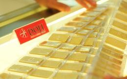 Vàng thế giới lao dốc, vàng trong nước chỉ giảm 250 nghìn đồng mỗi lượng