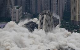 Chưa đầy 1 phút, 15 tòa nhà cao tầng bỗng chốc biến thành đống đổ nát