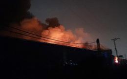 Cháy lớn tại kho cồn kèm theo hàng chục tiếng nổ