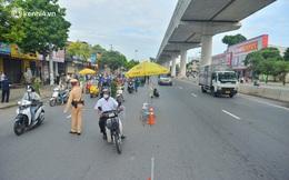 """Hà Nội: Cảnh sát lập chốt dài hơn 1km kiểm tra người dân đi vào """"vùng đỏ"""""""
