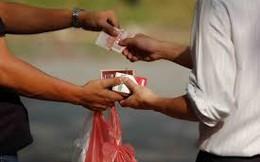 Khi chưa kiểm soát được buôn lậu, tăng thuế chỉ càng làm cho thuốc lá siêu lợi nhuận
