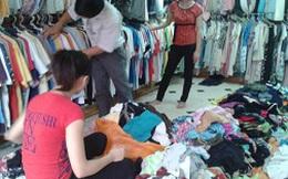 """Bất chấp quần áo nhặt từ bãi rác, hàng """"second-hand"""" siêu rẻ vẫn hút khách"""