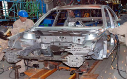 Ô tô nội bị đè bẹp