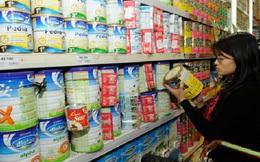 """Lại """"phát sốt"""" vì sữa tăng giá"""