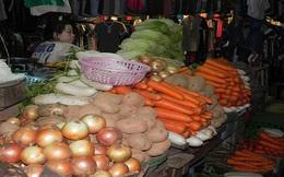Rau, trứng ế đồng đắt chợ