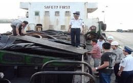 Bắt giữ hai tàu vận chuyển hơn 700.000 lít xăng dầu lậu