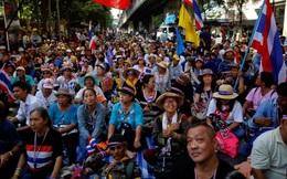Người biểu tình Thái Lan tấn công trụ sở quân đội