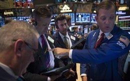 S&P 500 mất mốc kỷ lục sau số liệu kinh tế