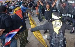 Cảnh sát phải dùng hơi cay, Thái Lan có thể hoãn tổng tuyển cử