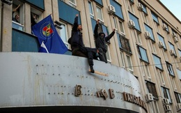 Người biểu tình thân Nga chiếm vũ khí ở Đông Ukraine