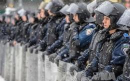 Ukraina điều quân đội, xe bọc thép đến miền đông