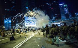 Đôla Hồng Kông giảm mạnh nhất 18 tháng vì biểu tình
