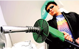 Malaysia chấm dứt trợ cấp xăng dầu