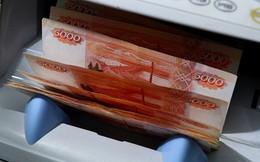 Dân Belarus đổ xô đi mua ngoại tệ vì đồng ruble Nga mất giá