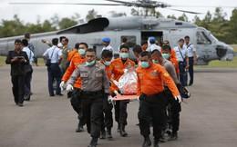 """Máy bay QZ8501 """"rơi thẳng đứng"""""""