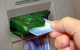 Thu phí ATM: lại là điệp khúc bảo vệ người yếu thế