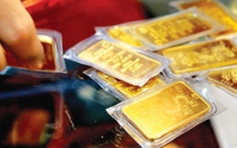 Giá vàng tăng 200 nghìn đồng/lượng, Vietcombank nâng giá mua USD