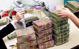 Lo ATM hết tiền, ngân hàng phối hợp với doanh nghiệp trả lương bằng tiền mặt