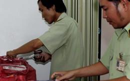 Phát hiện gần 1.000 lọ nước hoa nghi giả nhãn hiệu nổi tiếng