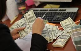 Các ngân hàng đồng loạt nâng giá USD