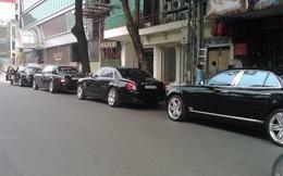 3 chiếc Rolls-Royce Phantom rồng xếp hàng trên phố Sài Gòn