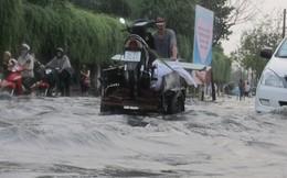 Đường Sài Gòn thành sông giữa mùa khô