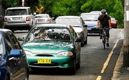 Tại sao Anh và nhiều quốc gia khác trên thế giới lại lái xe bên trái?