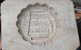 Độc đáo khuôn bánh Trung thu có hình Trường Sa