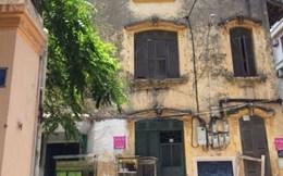 Giật mình sống ở biệt thự cổ, cửa ra vào từ cót ép giữa Hà Nội