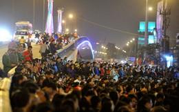 Hàng nghìn người chen lấn dâng sao giải hạn ở chùa Phúc Khánh