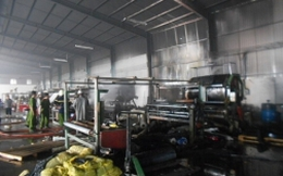 TP.HCM: Cháy xưởng nhựa, hàng trăm công nhân hoảng loạn
