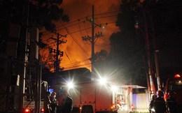 Hơn 200 cảnh sát tham gia chữa cháy tại công ty hóa chất