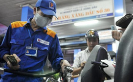 Doanh nghiệp xăng dầu: Lời ăn, lỗ bỏ?