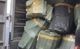 """""""Tổng kho"""" 30.000 gói thuốc lá lậu trong một xe tải"""