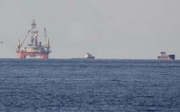 Cập nhật ngày 10/7: Tàu Trung Quốc treo biểu ngữ nhắc đến hòa bình