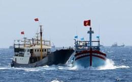 Cập nhật 7/6: Trung Quốc tiếp tục đâm va, ném chai lọ sang tàu Việt Nam