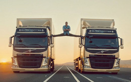 Màn 'Xoạc chân thần thánh' khiến khách hàng chọn xe của Volvo