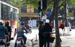 'Chợ chạy' đèn đỏ ở Hà Nội