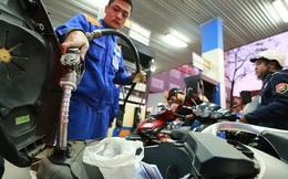 """Xăng dầu tăng giá: Gánh nặng giá """"đè"""" lên doanh nghiệp và người dân"""
