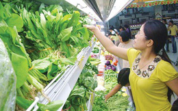 Bát nháo rau vào siêu thị