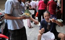 Hàng chè mỗi năm bán 1 mùa, ngày bán 1 giờ ở Hà Nội